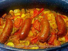 Τα φαγητά της γιαγιάς - Λουκάνικα με λαχανικά στη γάστρα