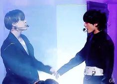 vmin is so sweet *sobs* Jikook, Bts Taehyung, Bts Bangtan Boy, Namjoon, Jung Kook, K Pop Wallpaper, Bts Vmin, Bts Fans, Bts Edits
