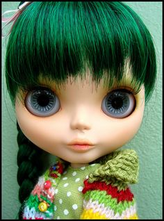 Deep green hair < these doll things are starting to freak me out, but the color of the hair is great.