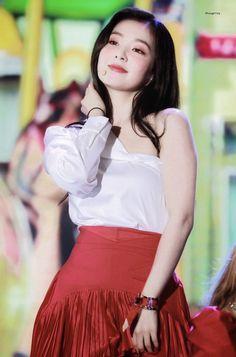 Korean Drama List, Red Velet, Red Velvet Irene, Seulgi, Latest Pics, Korean Singer, Kpop Girls, Girl Group, High Waisted Skirt