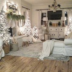 14 Trendy Bedroom Design and Decor Ideas for Your Next Makeover - The Trending House Christmas Living Rooms, Christmas Bedroom, Farmhouse Christmas Decor, Cozy Christmas, Country Christmas, Christmas Holidays, Christmas Decorations, Holiday Decor, Christmas Trees
