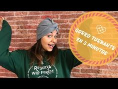 Tutorial Costura #67: Cosemos un gorro turbante en 5 minutos - YouTube Head Scarf Tying, Turban Hat, Head Accessories, Mo S, Refashion, Scrunchies, Crochet Hats, Beanie, Sewing