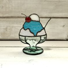 Stained Glass Suncatchers, Stained Glass Designs, Mosaic Art, Glass Ornaments, Glass Art, Arts And Crafts, Sculpture, Christmas, Magic