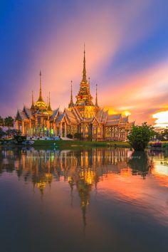 Wat Non Khum, Sikhio, Thailand