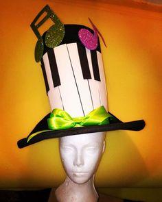 SOMBRERO DE COPA MUSICAL -PIANO Elaborado en goma espuma 100% artesanal. #gomaespuma #carnavales2017 #disfraz #disfraces #caracas # Vzla #artevenezolano #artesana #amomiarte #amomiarte #pasionvenezolana
