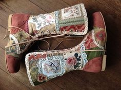 Pendragon Shoes Leather printed images, braid, tapestry, leather and lace Fab Shoes, Dream Shoes, Me Too Shoes, Handmade Leather Shoes, Leather And Lace, Bohemian Boots, Bohemian Style, Satin Pumps, Party Shoes