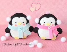 Super cute felt penguins!! I'll make these with a hanger and use them as DIY Christmas ornaments!