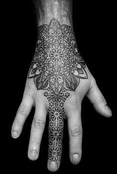 Hand tattoos, almost like a henna tattoo Tattoos Mandalas, Mandala Hand Tattoos, Wrist Tattoos, Geometric Tattoos, Finger Tattoos, Body Art Tattoos, Cool Tattoos, Tattoo Ink, Creative Tattoos