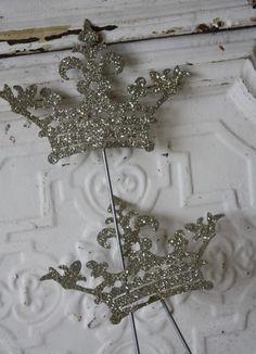 ♥♥ crown pins <3<3