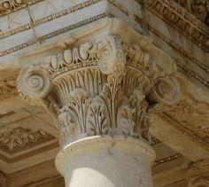 Capitello composito, dalla biblioteca di Celso ad Efeso