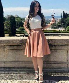 Mais um look maravilhoso para vocês! 🛍 - Saia Midi - Blusa Pérola Off Cute Church Outfits, Cute Skirt Outfits, Cute Skirts, Modest Outfits, Classy Outfits, Modest Fashion, Trendy Outfits, Dress Outfits, Girl Outfits