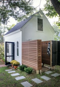 Rehab Diaries: A Wellfleet Guest Cottage Revived on Cape Cod – Remodelista – Back Yard Plants