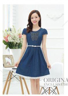 Đầm jean xòe thêu nổi họa tiết bướm xanh phối chân váy ren