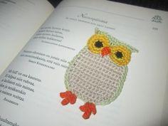 Owl Bookmark (pattern in Finnish) Crochet Birds, Crochet Animals, Crochet Flowers, Knit Crochet, Crochet Bookmarks, Flower Applique, Diy Toys, Halle, Crochet Earrings