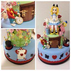 Biscuit: Bolo Alice no País das Maravilhas feito e em biscuit e toda a decoração com requeza de detalhes! Fan page: Le Biscuit Denise Marrach