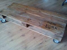 **Vintage-Tisch aus alter Palette im Industrielook von La Maison auf DaWanda.com