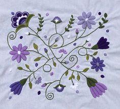 Lilas y violetas💜💜#flowers #flores #bordado #embroidery #hechoamano #handmade #embroideryart #violetas #colores #lilas #violet #colours Buen fin de semana!!!! 💜💜💜💜💜💜💜 Mexican Embroidery, Floral Embroidery Patterns, Hungarian Embroidery, Hand Embroidery Designs, Embroidered Flowers, Hand Embroidery Videos, Hand Work Embroidery, Embroidery Needles, Folk Art Flowers