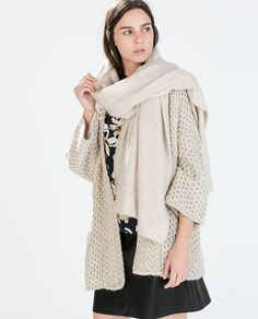 Oversize coat, Zara.
