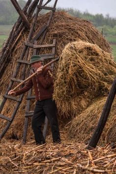 ROMÂNIA Country Farm, Country Life, Country Style, People Around The World, Around The Worlds, Working People, Central Europe, Old World, Scenery