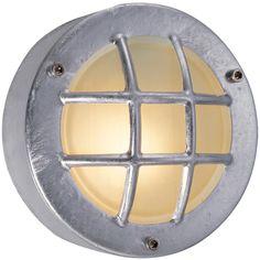 De KS Navigation is een bijzondere buitenlamp met een maritieme uitstraling. Deze buitenlamp is zeer compact en eenvoudig te bevestigen tegen een wand. De Navigation is geschikt voor diverse lichtbronnen, waaronder LED verlichting.