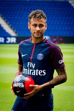Manchester United prepares to sign Neymar in a shocking deal - Football Scores Live Mbappe Psg, Neymar Psg, Lionel Messi, Cristiano Ronaldo, Neymar Jr Wallpapers, Paris Saint Germain Fc, Fc Chelsea, Free Kick, National Football Teams