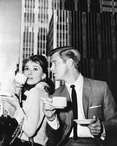 Audrey Hepburn and George Peppard, breakfast at Tiffany's.
