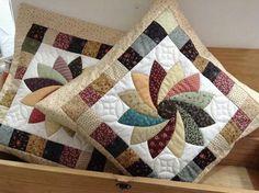 Подушка...beautiful block design!