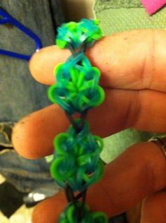 NEW** FOUR LEAF CLOVER found on Rainbow Loom Facebook page (by Bill Kent's daughter). No video yet.