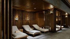 Open from Four Seasons Hotel Kyoto boasts a sushi bar and a tea house by a pond in Shakusuien Japanese garden as well as a Western-style restaurant. Spa Interior, Salon Interior Design, Hotel Pool, Hotel Spa, Spas, Kyoto, Spa Design, Comfy Bed, Four Seasons Hotel