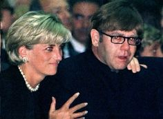 Princess Diana and Elton John at Versace's funeral. Weeks later, it was Diana we mourned! Funeral Da Princesa Diana, Princess Diana Funeral, Princess Diana Family, Royal Princess, Princess Of Wales, Lady Diana Spencer, Camilla Parker Bowles, Prince Harry, Charles And Diana