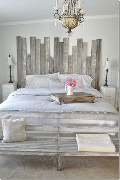 50 Stunning Vintage Apartment Bedroom Decor Ideas - Best Home Decor List Farmhouse Style Bedrooms, Farmhouse Master Bedroom, Modern Bedroom, Rustic Grey Bedroom, Burlap Bedroom, Bedroom Classic, Country Bedrooms, Modern Couch, Wood Bedroom
