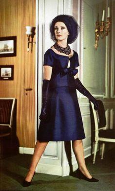 Christian Dior P/E Photo Jacques Verroust. Vintage Dior, Christian Dior Vintage, Mode Vintage, Vintage Dresses, Vintage Ladies, Vintage Outfits, Vintage Woman, Vintage Glamour, Vintage Clothing