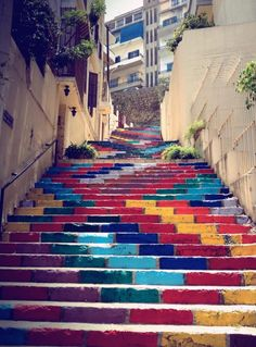 Art collective Dihzahyners painted this set of stairs in Beirut, Lebanon last June. The 73 steps took 7 hours to paint. For those in Beirut, you can check out the stairs located on Mark Mikhael street. - Artwork and Photography by DIHZAHYNERS Graffiti Kunst, Stair Art, Street Art Utopia, Photo D Art, Painted Stairs, Painted Bricks, Painted Staircases, Beautiful Streets, Beautiful Stairs