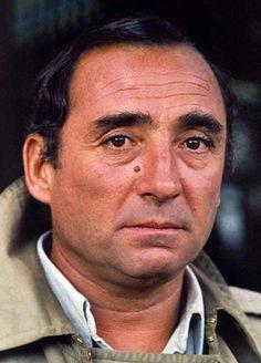 Claude Brasseur, de son vrai nom Claude Espinasse, est un acteur français né le 15 juin 1936 à Neuilly-sur-Seine. Il est le fils de Pierre Brasseur. Il a tourné dans plus de 90 films.