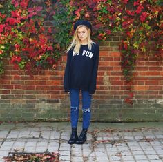 Lovely autumn colours  | marzia bisognin | no fun navy sweater | ripped jeans | black boots | navy beret | fall leaves | blonde hair