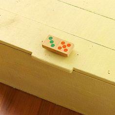 Domino knobs