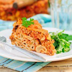 Tourte aux coquillettes, boeuf et tomates Polenta, Risotto, Macaroni And Cheese, Spaghetti, Sandwiches, Pasta, Chicken, Meat, Ethnic Recipes