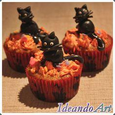 Cupcakes Halloween de zanahoria y cream cheese icing decorados con gatos de fondant