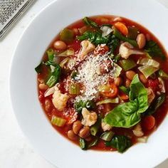 This vegetable-packed minestrone soup recipe is inspired by a popular Weight Watchers vegetable soup recipe. It makes a big pot of soup, s. Diet Soup Recipes, Vegetable Soup Recipes, Healthy Dinner Recipes, Cooking Recipes, Veggie Soup, Bean Recipes, Lunch Recipes, Freezer Recipes, Spinach Recipes