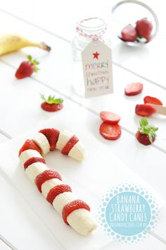 These banana strawberry candy canes are the healthiest candy canes we've ever seen. They taste delicious too. Maybe hold them together with a chop stick or a shish kebab (hope I spelt that right) One Handed Cooks, Healthy Candy, Healthy Eats, Fruit Shop, Strawberry Banana, Banana Fruit, Fruit Fruit, Fruit Kabobs, Christmas Breakfast