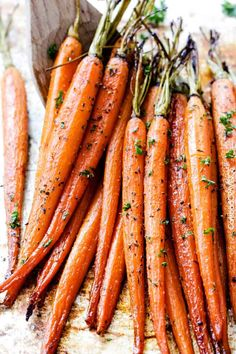 Tender, sweet and savory Secret Ingredient Honey Garlic Roasted Carrots are the most delicious carrots and easiest side dish EVER with only 10 minutes prep! I eat these like candy! Fall Vegetable Side Dishes, Vegetable Sides, Vegetable Recipes, Meatless Recipes, Vegan Recipes, Side Dishes For Ribs, Side Dishes Easy, Prime Rib Dinner, Best Thanksgiving Side Dishes