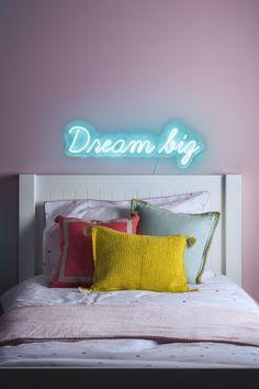 Introduce a dreamy,