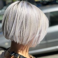 """It can not be repeated enough, bob is one of the most versatile looks ever. We wear with style the French """"bob"""", a classic that gives your appearance a little je-ne-sais-quoi. Here is """"bob"""" Despite its unpretentious… Continue Reading → Short Grey Hair, Short Hair Cuts, Short Hair Styles, Short Blonde Bobs, Asymmetrical Bob Haircuts, Long Bob Haircuts, Bob Hairstyles For Fine Hair, Hairstyles Haircuts, Korean Hairstyles"""