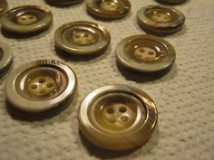 25 Stück Jackenknöpfe,4 loch,Braun/Beigemit Kupferschiller,Durchmesser ca.22,5…