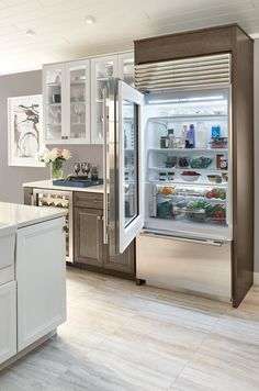 The Sub-Zero Classic Over Under Glass Door Refrigerator Freezer ensures excellent visibility with bright LED refrigerator and freezer lights. Subzero Refrigerator, Glass Door Refrigerator, Built In Refrigerator, Refrigerator Freezer, Sub Zero Appliances, Kitchen Appliances, French Doors Patio, Lounge, Kitchens