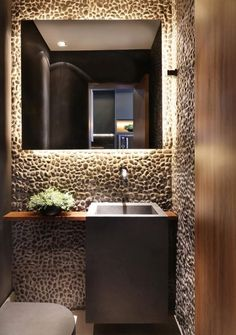 Lavabo pequeno: 60 ambientes bonitos e funcionais com pouco espaço Bathroom Sink Design, Bathroom Interior Design, Toilette Design, Guest Toilet, Shop Interiors, Rooms Home Decor, Bathroom Inspiration, New Homes, Decoration
