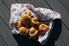 Pølsehorn - chezENGH Muffin, Breakfast, Food, Morning Coffee, Meals, Muffins, Yemek, Morning Breakfast, Eten