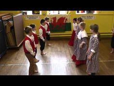 Welsh Traditional Dance - YouTube
