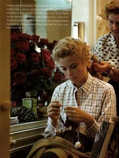 Grace Kelly knitting in her dressing room