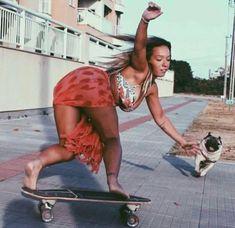 Skater Dresses in beautiful colors Skateboard Pictures, Skateboard Girl, Girls Skate, Foto Sport, Tumbrl Girls, Longboarding, Poses, Female Models, Sexy